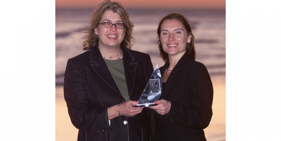Dinah Bennett & Lisa Vickers receive Prowess Flagship Award for WIN's support to women's enterprise development 2003